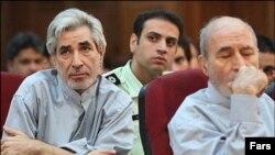 فیضالله عربسرخی (چپ) در کنار بهزاد نبوی در دادگاههای پس از انتخابات ۸۸ از جمله آزادشدگان اخیر است.