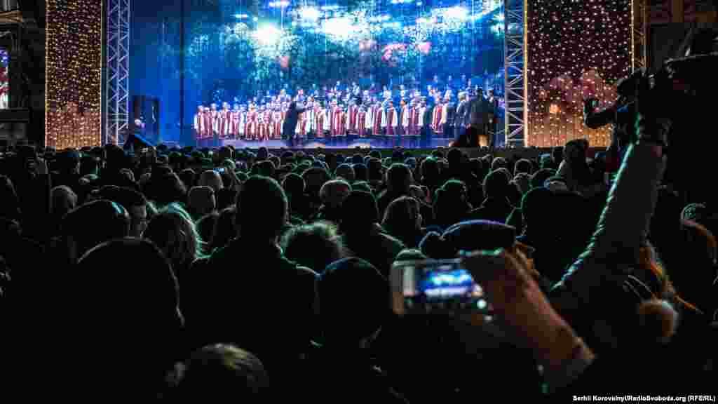 На головній сцені виступили оркестри та народні колективи