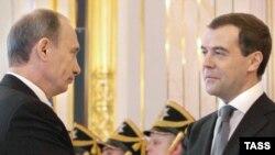 Путин специально подчеркнул: власть переходит от бывшего президента к новому непосредственно