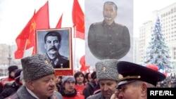 Москва, 2009. Коммунисты отмечают 130-летие со дня рождения Сталина.