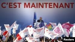 Франция президенттігіне кандидат Франсуа Олланд Бордо түбінде сайлаушылармен кездесіп тұр. 19 сәуір 2012 жыл