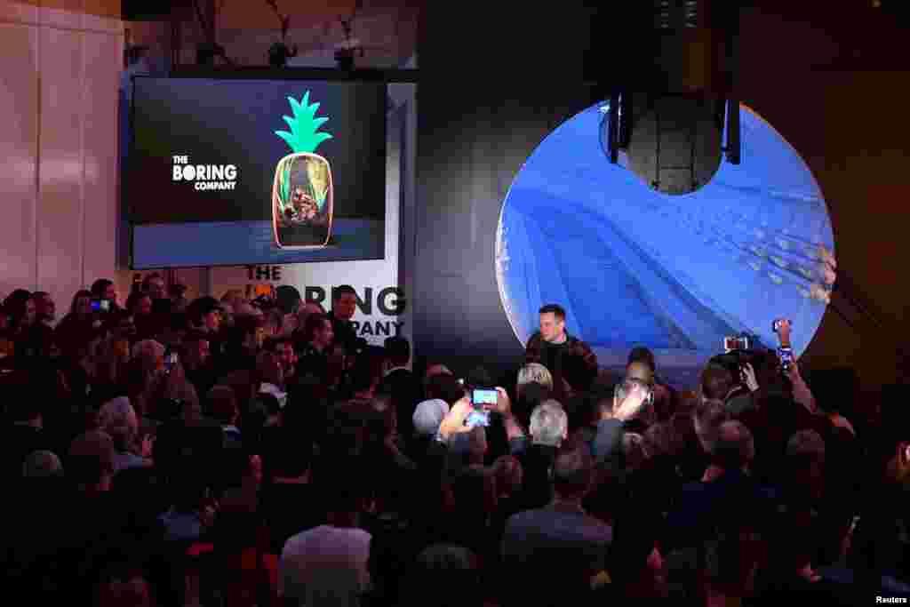 Підприємець-мільярдер Ілон Маск відкрив перший тестовий тунель компанії The Boring Companyбіля Лос-Анджелеса