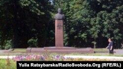 Так виглядає пам'ятник Брежнєву в Кам'янці влітку