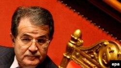 دولت ائتلافی رومانو پرودی تاکنون چندین بار در آستانه سقوط قرار گرفته است.