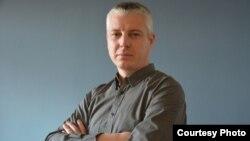 Mултимедијалниот уметник и активист Перо Кованцалиев