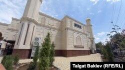 Чубак ажы Жалилов атындагы мечит. Жалал-Абад. 17-июль, 2021-жыл.