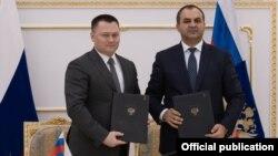 Հայաստանի և Ռուսաստանի գլխավոր դատախազներ Արթուր Դավթյանն ու Իգոր Կրասնովը երկկողմ փաստաթղթի ստորագրումից հետո, արխիվ
