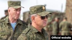 Vadim Krasnoselski conducând manevre militare pe timp de pandemie de coronavirus, în regiunea transnistreană, 2 octombrie 2020