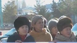 Kyrgyz Teachers Demand Pay Raise