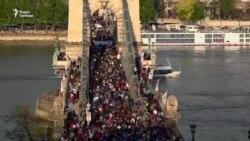 70,000 человек вышли поддержать университет Сороса