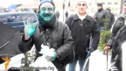 'Titushky' Pour 'Zelyonka' On EuroMaidan Activists In Donetsk