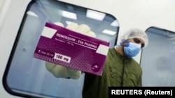 ریمدیسیویر که توسط پیچکاری به مریضان بستر داده میشود اولین و یگانه علاج تأیید شده برای کووید-۱۹ در امریکا میباشد