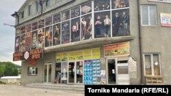 Житель Дманиси Рахиб Исмаилов, получив от властей гарантии безопасности, утром открыл свой магазин