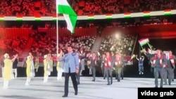 Варзишгарони тоҷик дар рӯзи ифтитоҳи Бозиҳои олимпӣ дар Токио