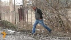 Ձնհալից հետո գյումրեցիները հայտնվում են փողոցների ցեխերի գերության մեջ