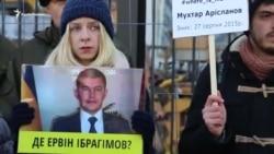 Мы скоро вернемся туда все вместе – активистка про Крым под посольством России (видео)