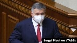 Президент України Володимир Зеленський називав Арсена Авакова, який шість років очолює МВС, «потужним міністром»
