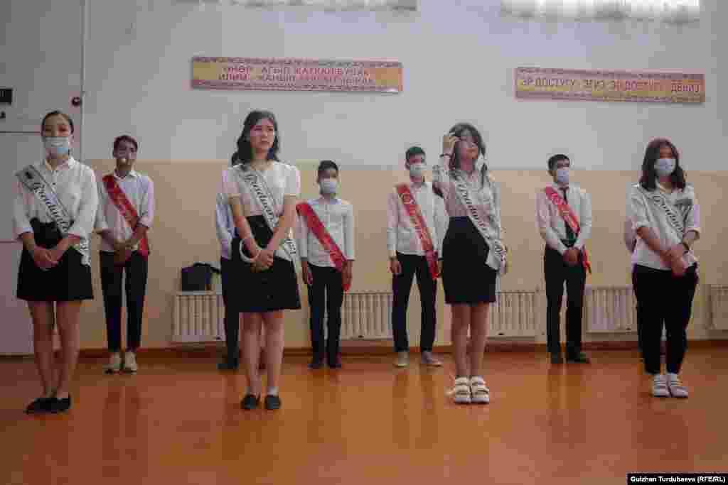 Кыргызстанда жалпы 2 296 мектеп бар.