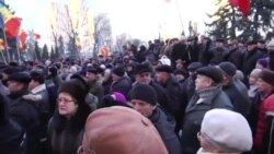 Moldovan Protesters Surround Parliament As Government Approved