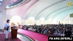 د افغانستان جمهور رئیس محمد اشرف غني کندهار کې د ولسي خلکو او قومي مشرانو یوې غونډې د وینا پر مهال