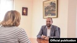 Заменикот на претседателот на Владата задолжен за економски прашања, координација на економските ресори и инвестиции, Фатмир Битиќи, се сретна со постојаната претставничката на УНДП во Република Северна Македонија, Нарине Сахакјан.