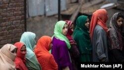 Индия одобрила для использования неиспытанную местную вакцину.
