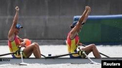 Finalul cursei de dublu vâsle feminin de la Tokyo, cu Ancuța Bodnar și Simona Radiș.