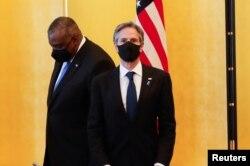 له ښي خوا: د امریکا د بهرنیو چارو وزیر اینتني بلېنکن او د دفاع وزیر لایډ اسټن په جاپان کې د یوې غونډې پر مهال - انځور له ارشیفه