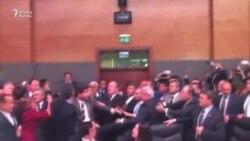 Türkiyə parlamentində yenə dava düşdü