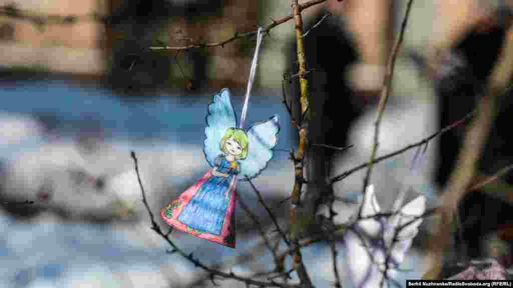 За словами ініціаторки події Анжеліки Рудницької, акція «Ангели пам'яті» перетворилася із невеликої київської ініціативи на масштабну народну акцію шани і любові