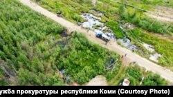 Разлив нефти недалеко от Усинска