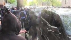 Машину з Добкіним закидали камінням у Харкові (відео)