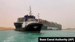 Рятувальна група продовжить спроби зрушити судно з місця 14:00 за єгипетським часом (15:00 за київським часом)