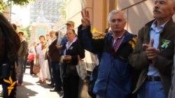 Противники законопроекту про мовну політику зібрались під Радою