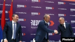 Armenia - Former President Robert Kocharian and leaders of the Dashnaktsutyun and Resurgent Armenia parties sign a joint declaration on their electoral alliance, Yerevan, May 9, 2021.