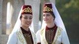 Девушки на праздновании Дня республики Северная Осетия и Дня города во Владикавказе