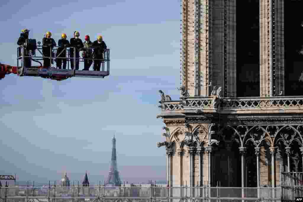 Предвижда се възстановяването на Нотр Дам да приключи до 2024 г., когато Париж ще бъде домакин на Олимпийските игри. Специалистите обаче предупреждават, че този срок може да се окаже невъзможен за спазване.
