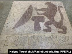 У 1986 році намалювали символ Львова перед входом на МАRК-4В