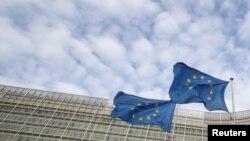 Флаги Европейского союза у штаб-квартиры ЕС.