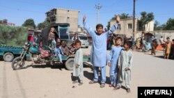 کودکان شهر شبرغان در حال تجلیل از عید قربان