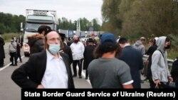 В Офісі президента України повідомили, що станом на ранок 15 вересня на кордоні з Білоруссю перебувало майже 700 хасидів, прикордонники очікують ще кілька тисяч