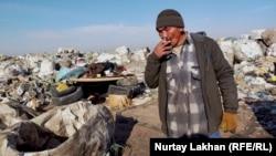 52 жастағы Қанат қоқыстан жиған-тергенін өткізіп нәпақа тауып жүргеніне 14 жыл болғанын айтады. Алматы облысы, 4 желтоқсан 2020 жыл.
