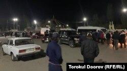 Эвакуацияланган тургундар Исфана шаарына келип түшүп жатышат, 29-апрель, 2021-жыл