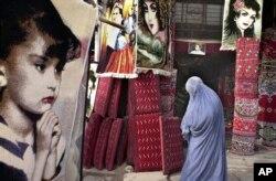 Burkát viselő nő az afganisztáni Herátban 2001. december 11-én. A szőnyegeket Iránból importálták, miután a néhány hónappal azelőtt induló amerikai invázió nyomán eltávolították a tálibokat a hatalomból