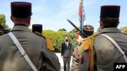 Premijer Kastes tokom ceremonije odavanja počasti žrtvama u Nici