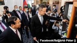 Szijjártó Péter magyar külgazdasági és külügyminiszter Kambodzsa fővárosában, 2020. november 3.