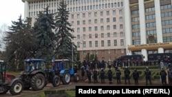 Tractoare în fața Parlamentului, 18 decembrie 2020.