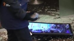 У центрі Києва активісти розгромили «Альфа-банк» і закидали камінням офіс Ахметова (відео)