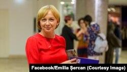 Potrivit procurorilor în 2019, Adrian Iacob şi Petrică Mihail Marcoci au coordonat transmiterea unor mesaje de amenințare jurnalistei Emilia Şercan. Cei doi voiau ca aceasta să înceteze investigaţiile jurnalistice care vizau suspiciunile de plagiat din cadrul Academiei.