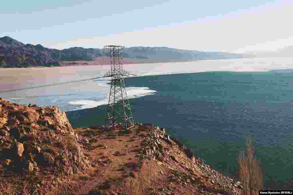 Водохранилище расположено в пойме реки Чу, за селом Кочкор. Его длина составляет около 18 км, объем воды – более 4700 млн кубометров.
